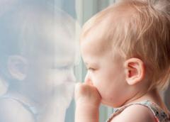 Ищем женщину посидеть с больным ребенком