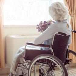 Женщине с инвалидностью нужна сиделка-друг-помощница