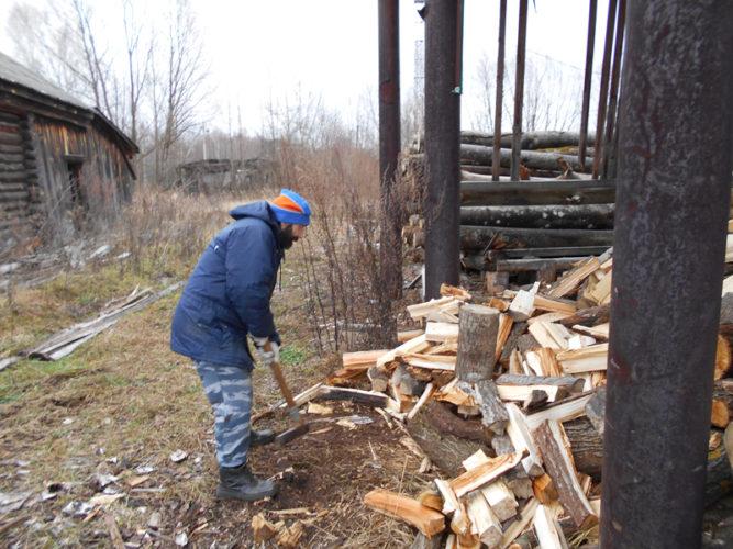 Заготовка дров в монастыре