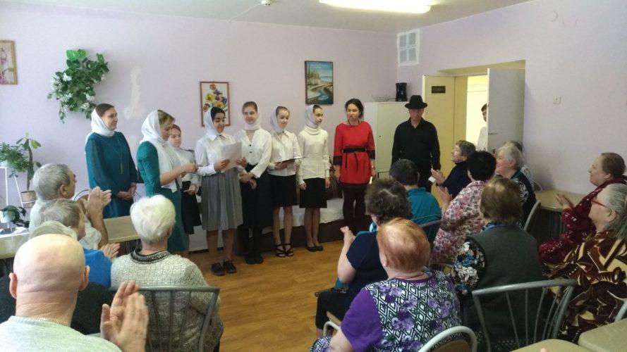 Волонтеры и дети посетили пациентов больницы №35